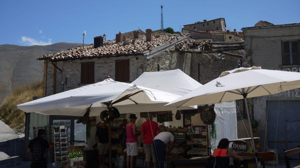 """The 2nd """"shop"""" in Castelluccio"""